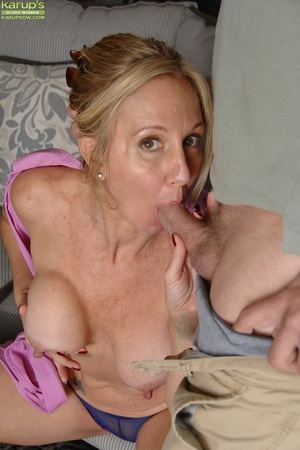 Valuable cum on her shaved head that interfere